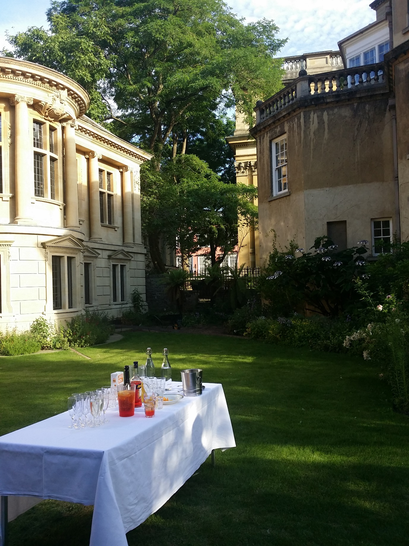 Refreshing and well deserved spritzers in the Rector's garden!